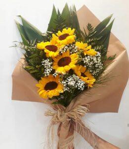 A flor do sol em forma de buquê feito pela Floricultura Maxx Flowers.